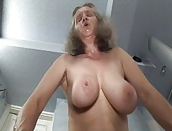 Grote Tieten Riding Dildo - Grote Boobs Video's